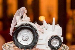 braut auf traktor